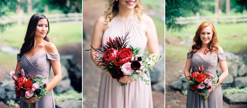 bridesmaids_with_bouquets