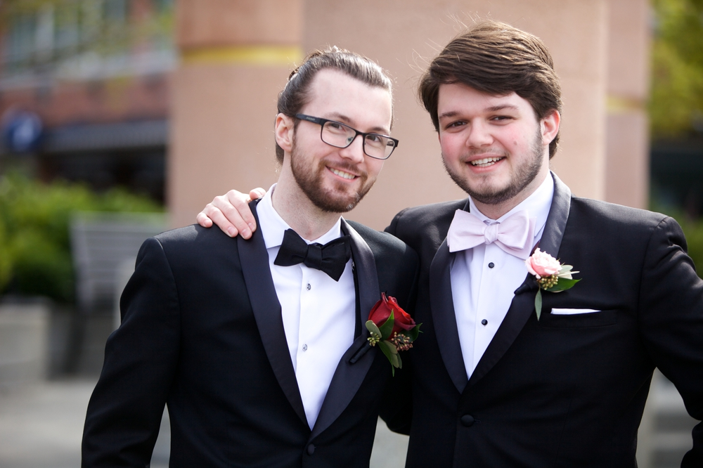 groom_and_best_man
