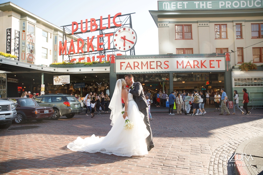 bride_and_groom_at_pike_place_market