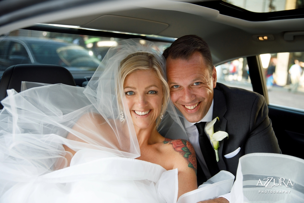 bride_and_groom_in_limo