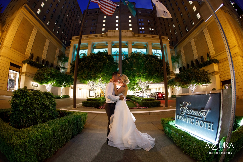 night_portrait_of_bride_and_groom