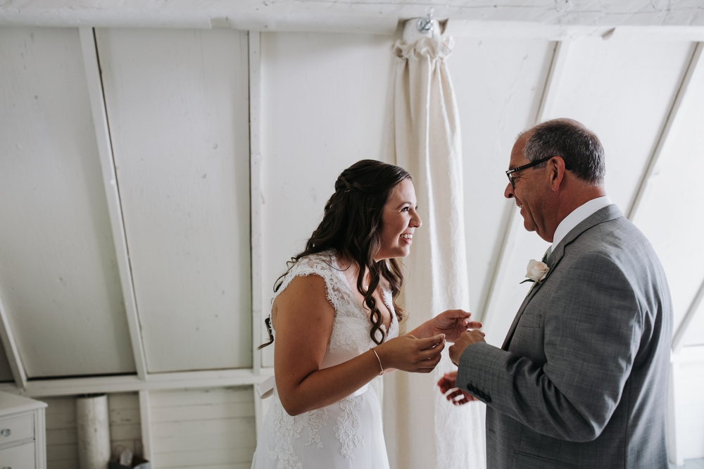 bride_seeing_father