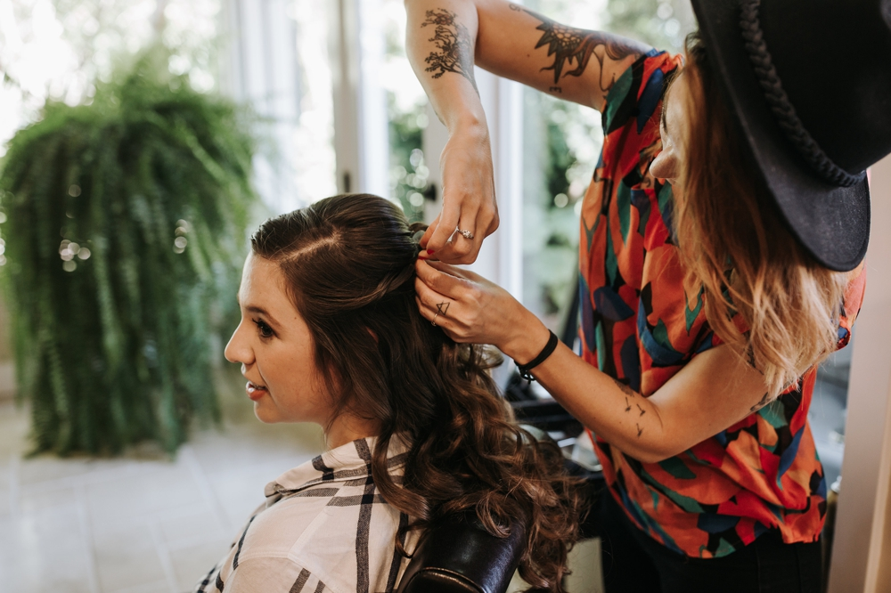 bride_getting_hair_done