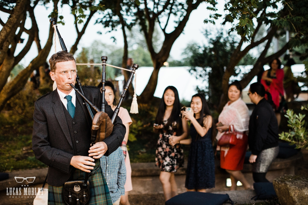 bagpiper_leading_guests