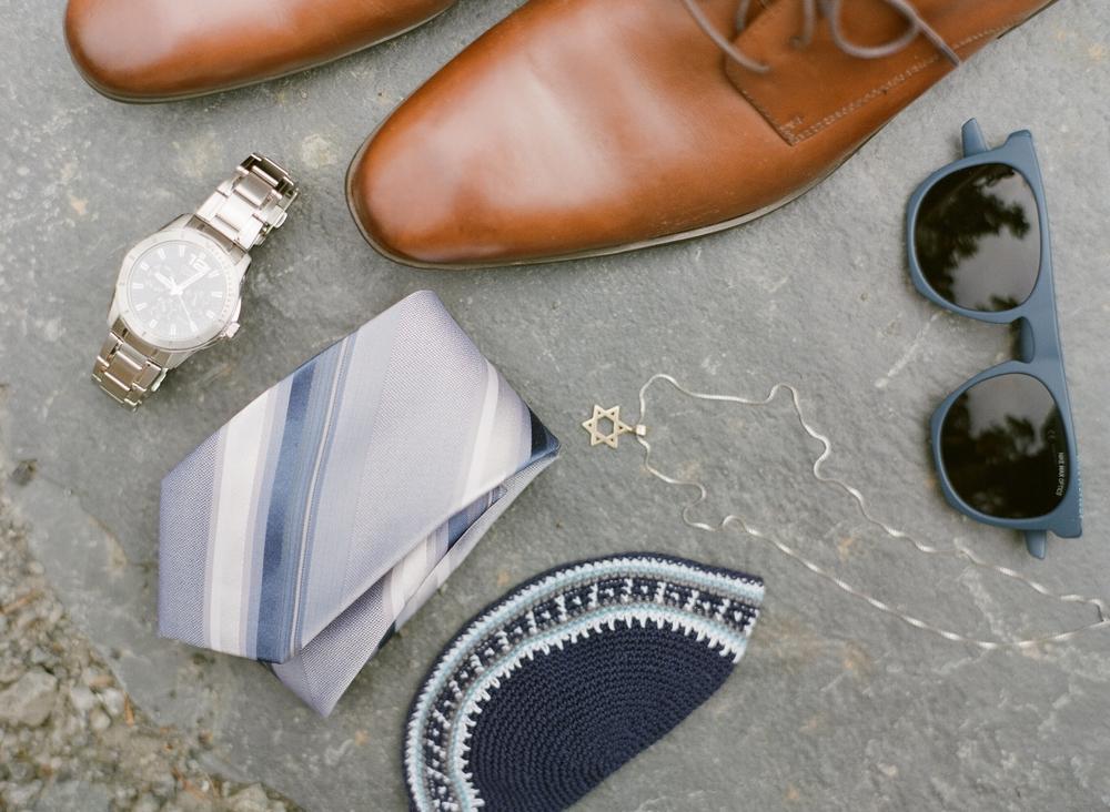 groom_tie_shoes_kippah