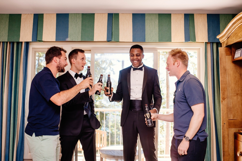 groomsmen-toasting-the-groom