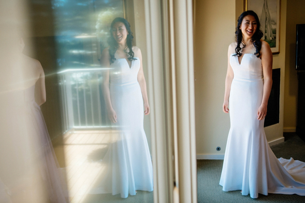 bride-getting-ready-reflection