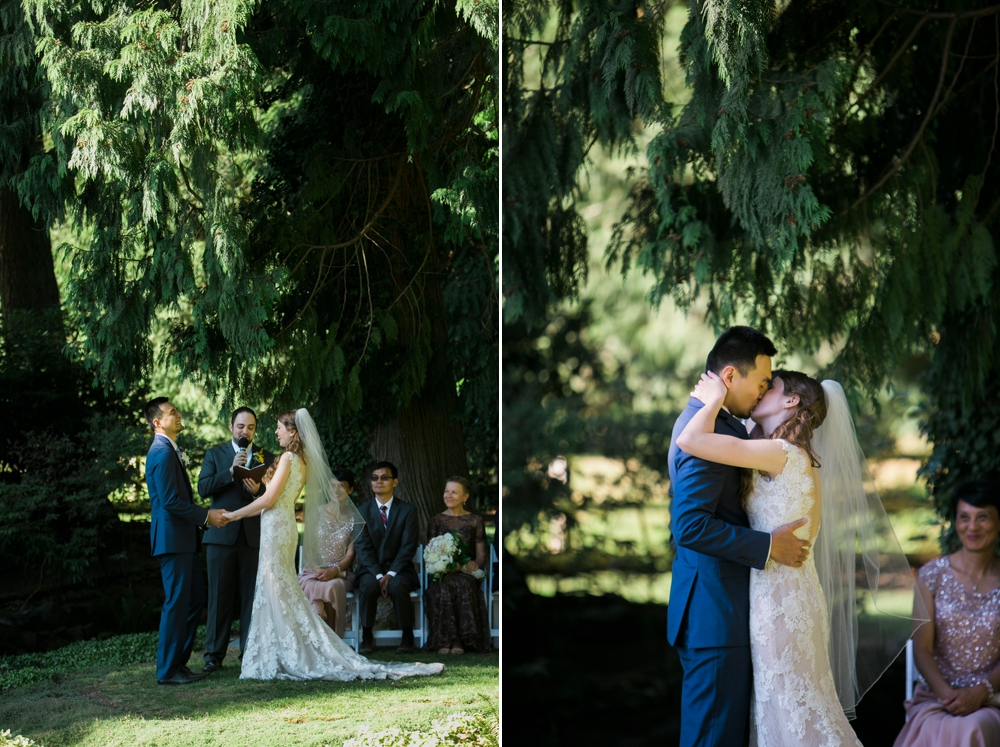 wedding-ceremony-at-delille-kiss