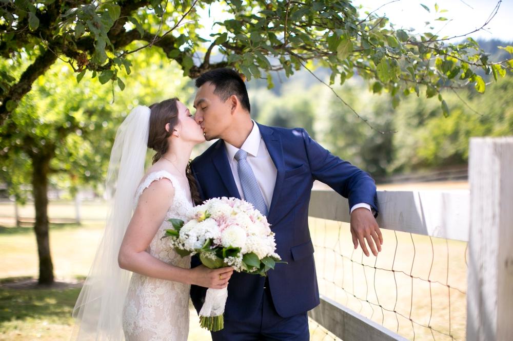 bride-and-groom-kiss