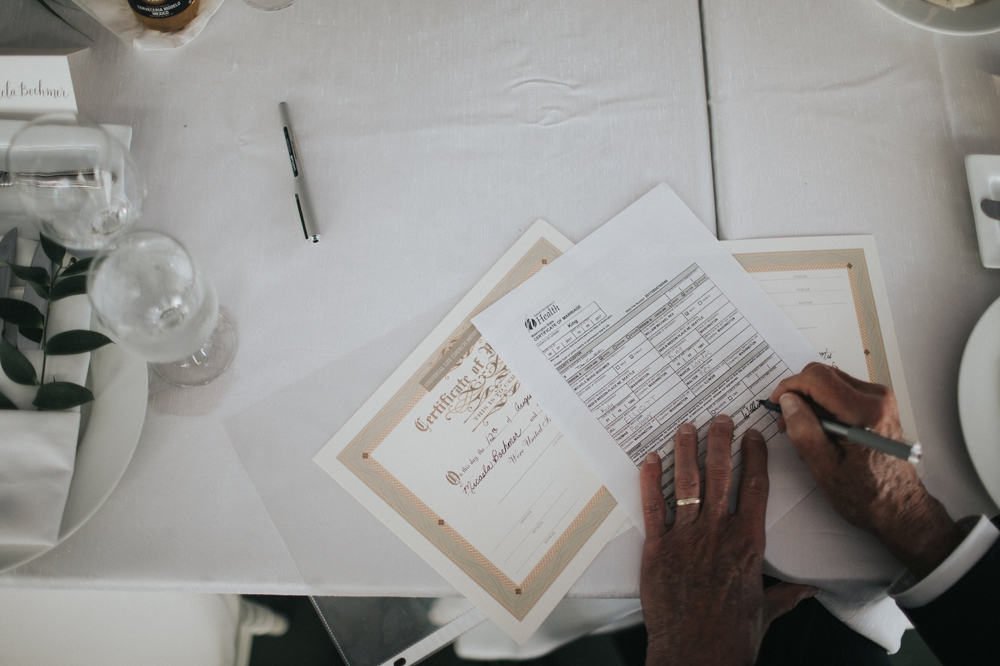 signing-the-wedding-license