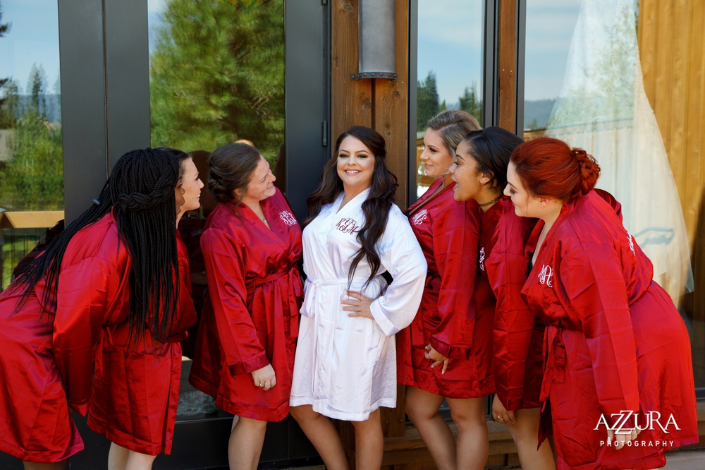 bride-and-bridesmaids-in-silk-robes