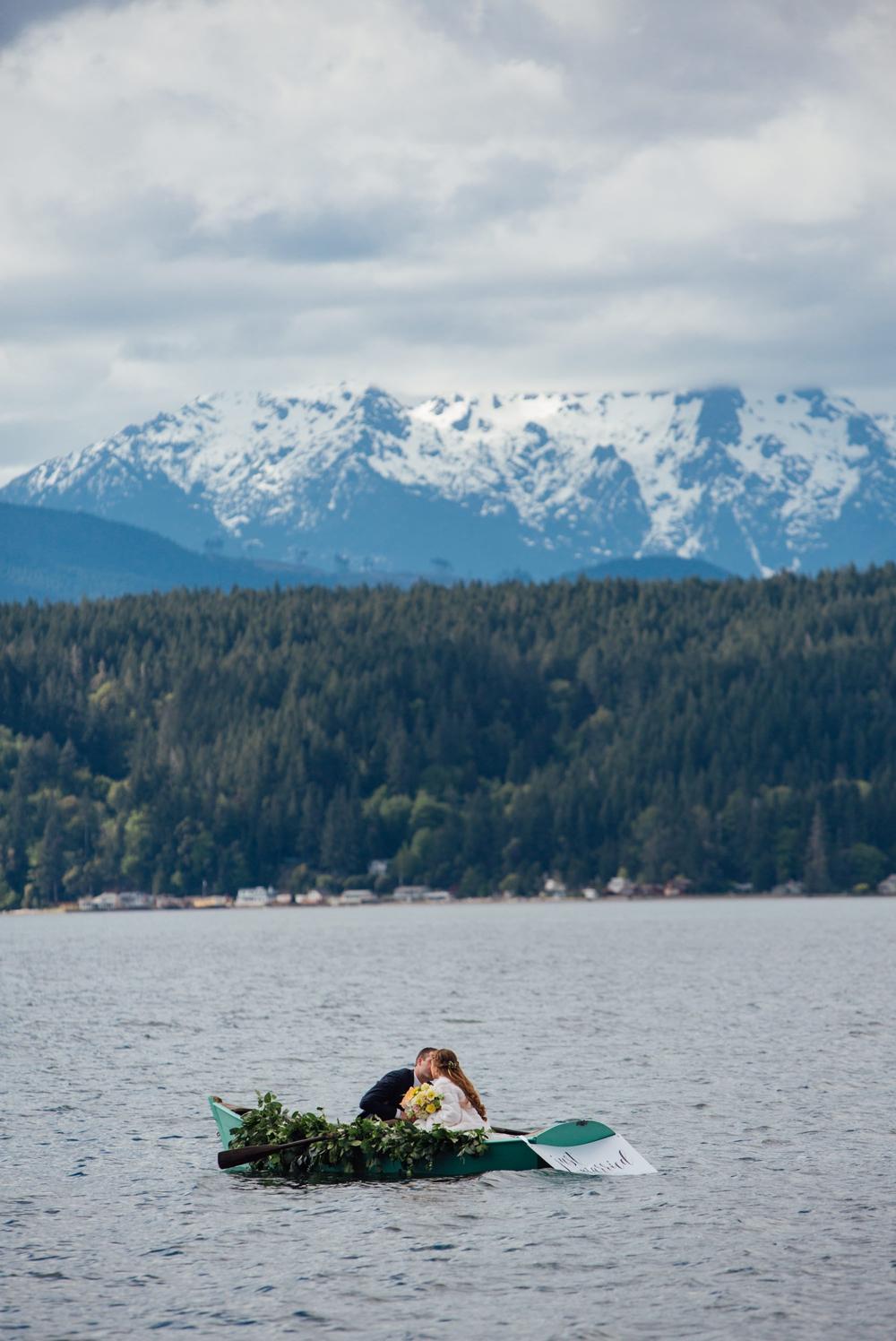 bride-and-groom-kissing-in-wedding-getaway-boat