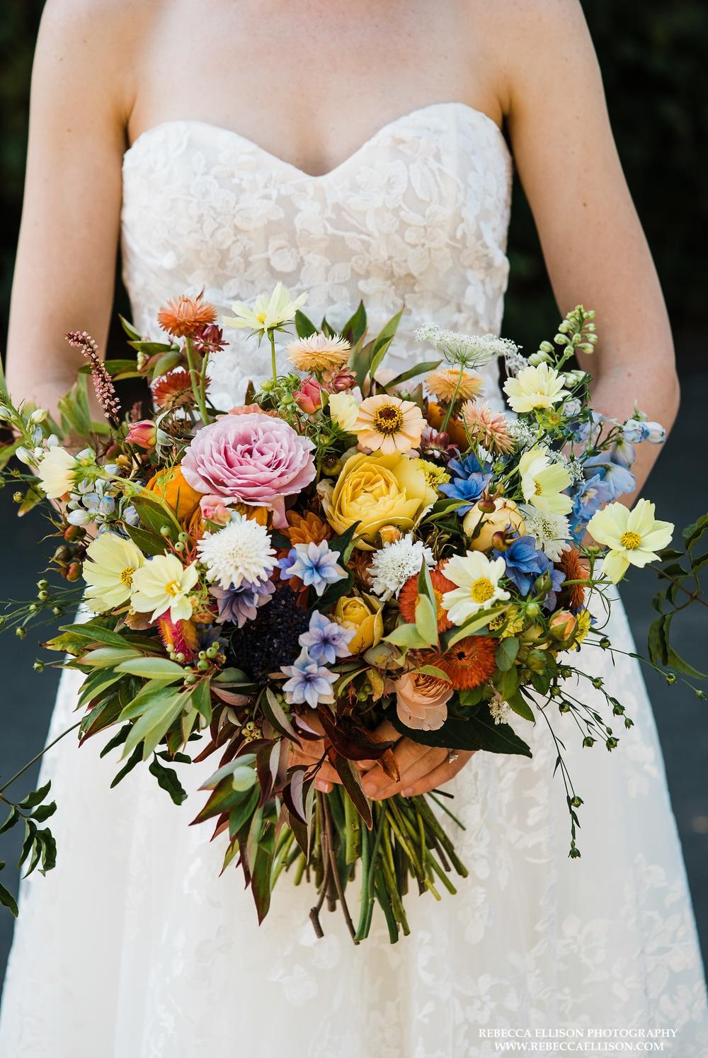 bride-holding-bouquet
