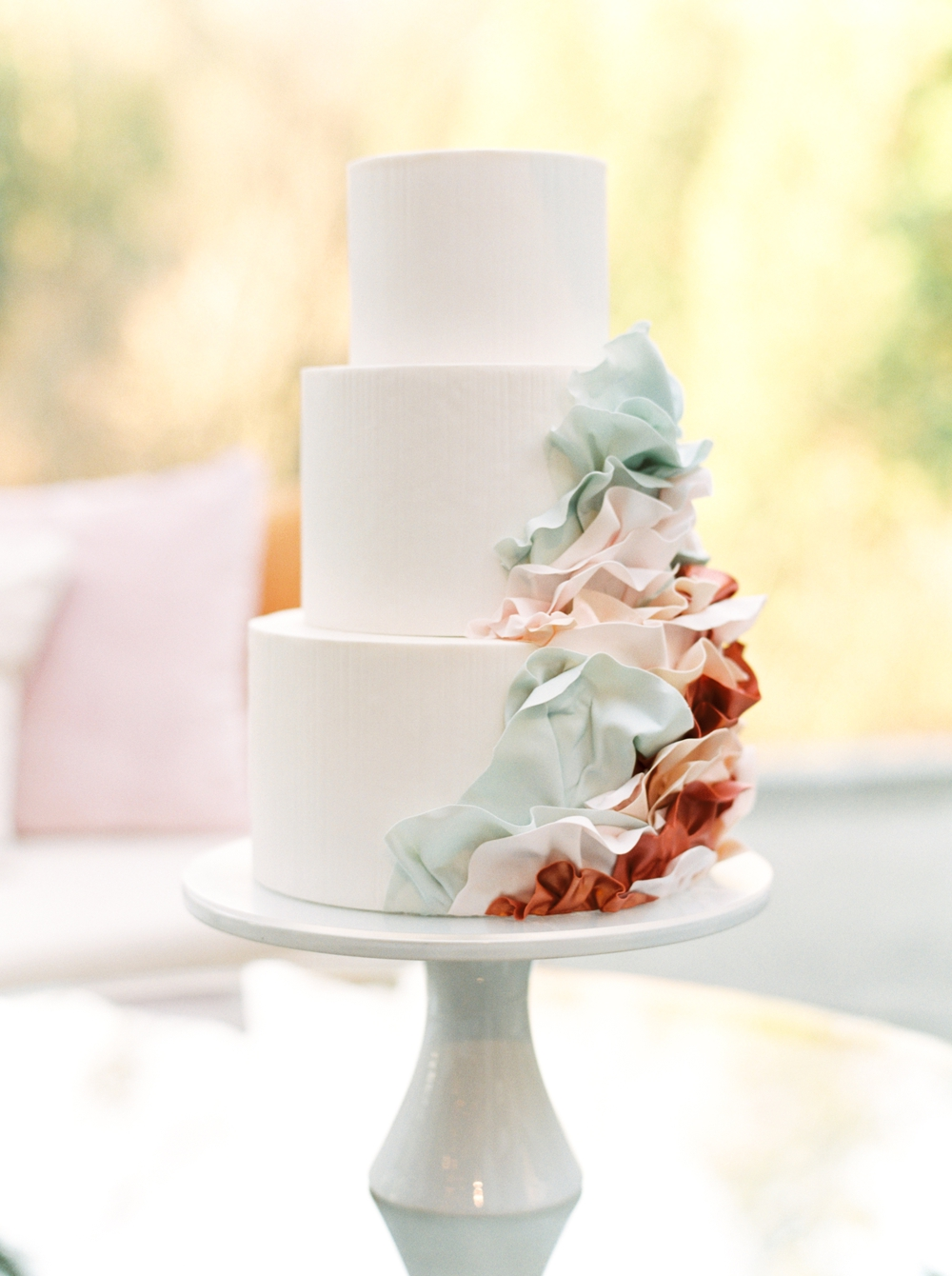 three-tiered-cake-with-cascading-design