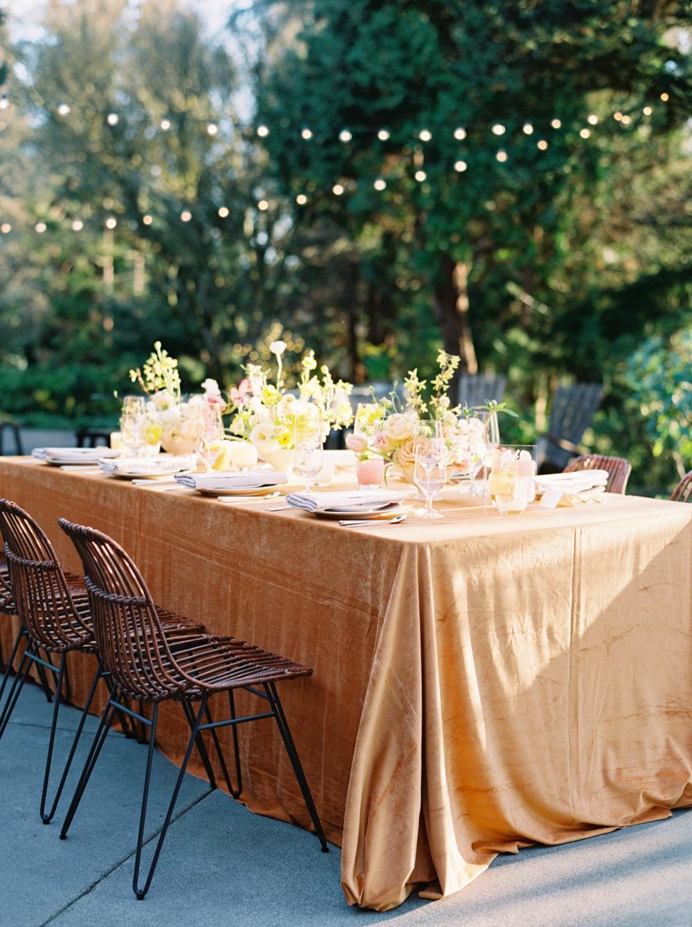 wedding-table-in-jewel-tones