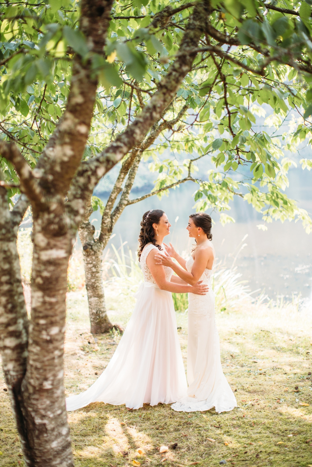 two-brides-share-first-look
