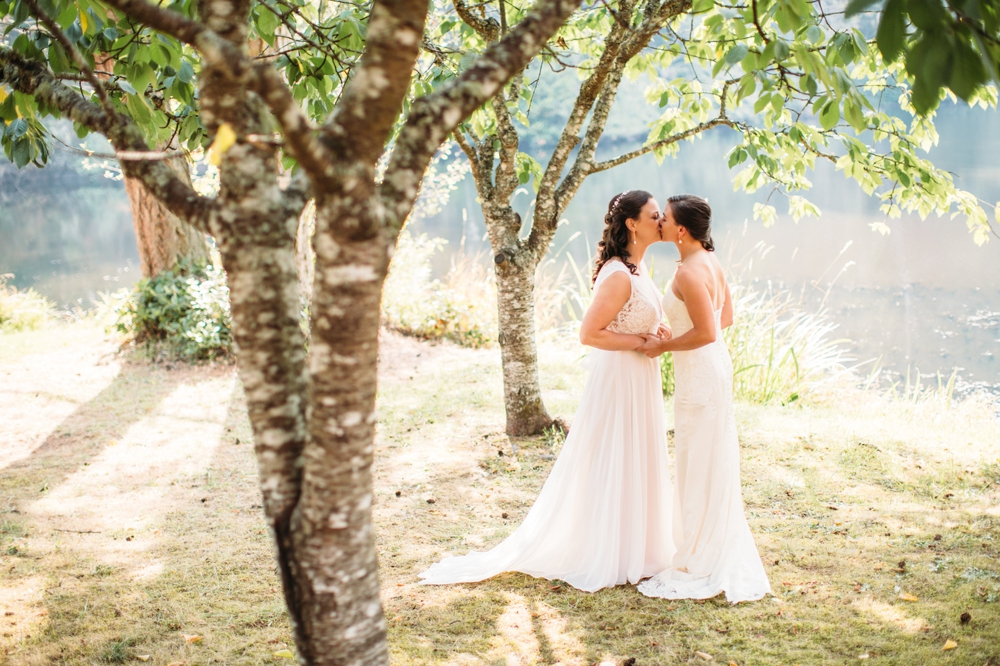 two-brides-share-first-look-kiss