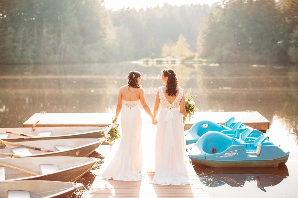brides-walk-down-dock