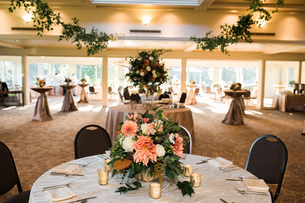 reception-table-with-bouquet