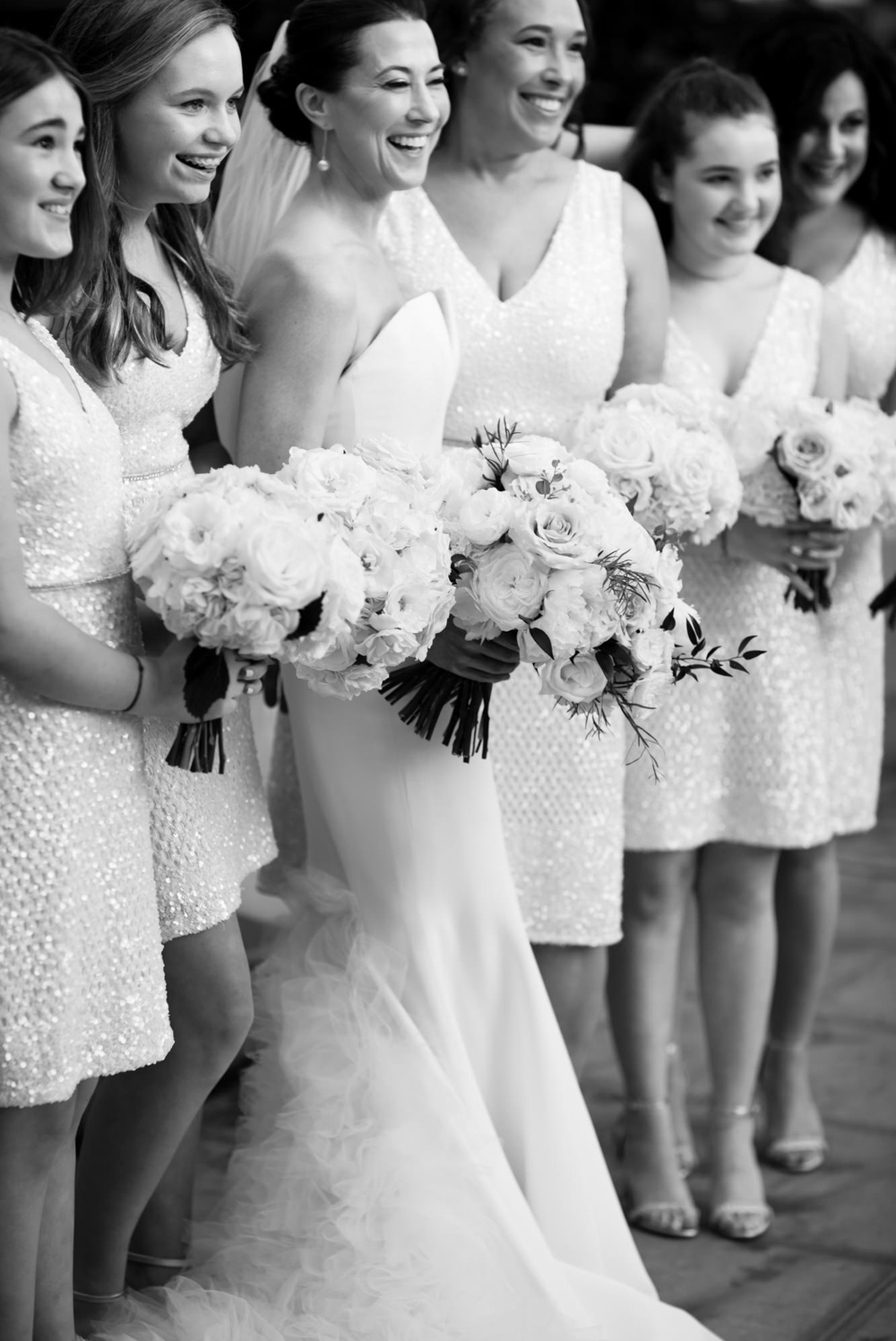 bride-with-bridesmaids-and-white-bouquets
