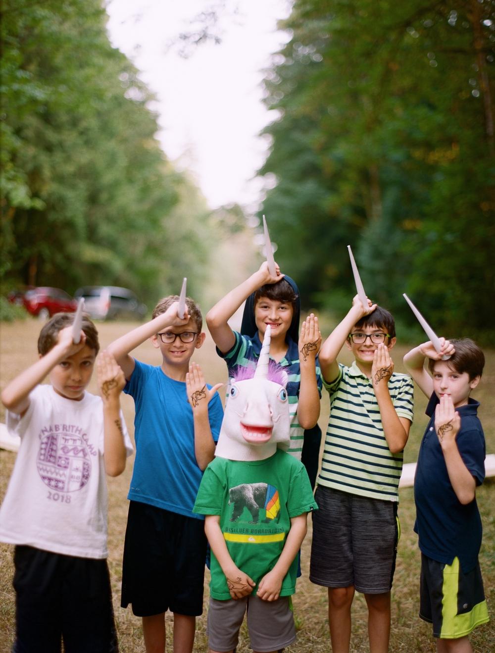 kids-in-unicorn-hats