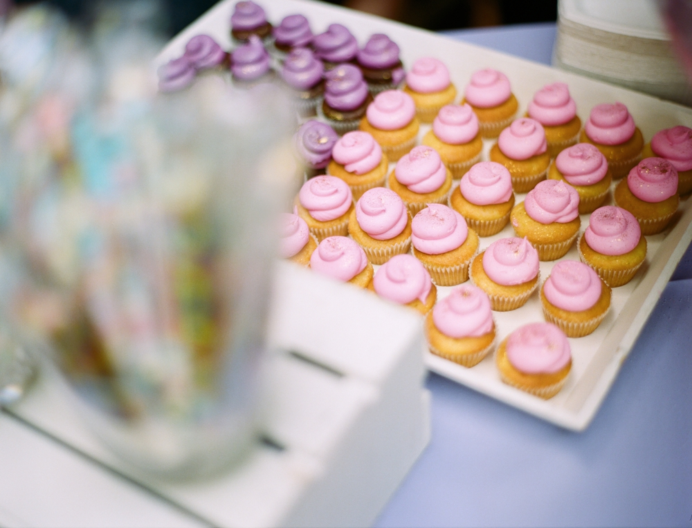 cupcakes-with-pink-frosting