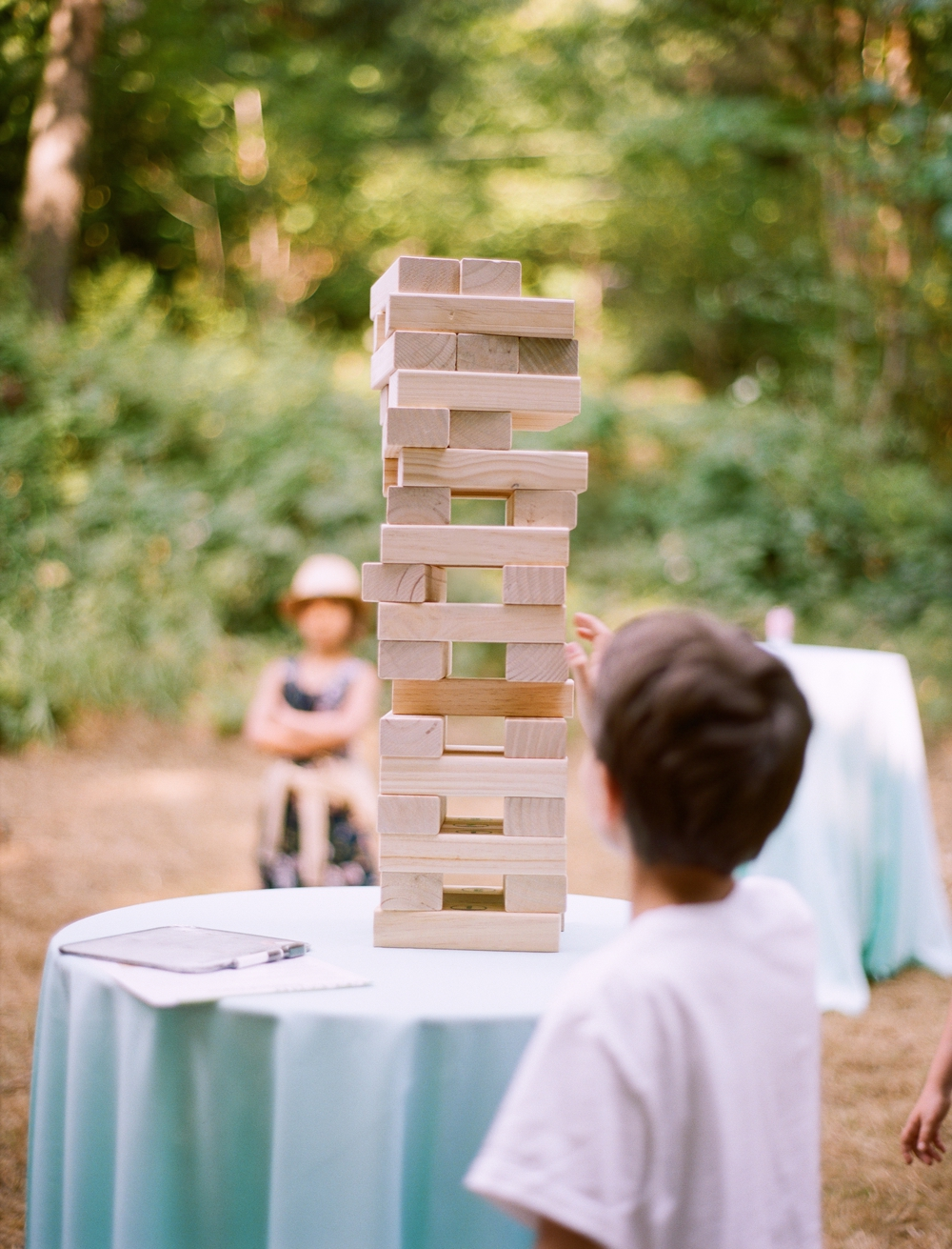 kids-playing-jenga